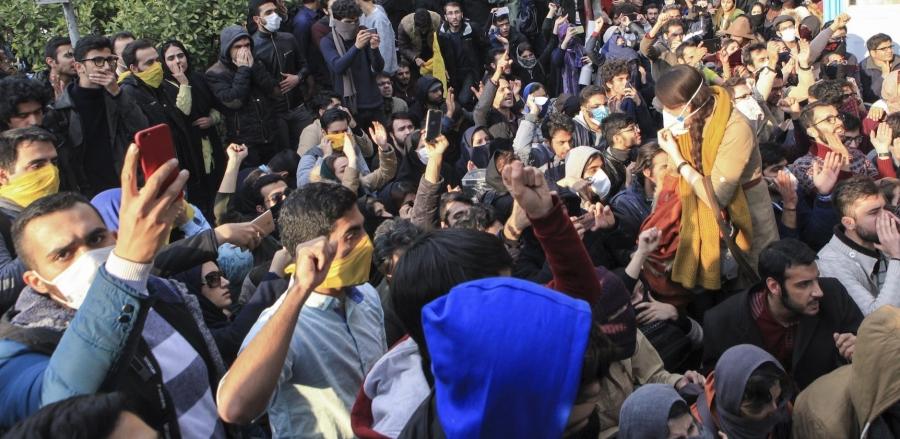 Photo of İran'daki Protestolar Rejim Değişikliğine Sebep Olur mu?