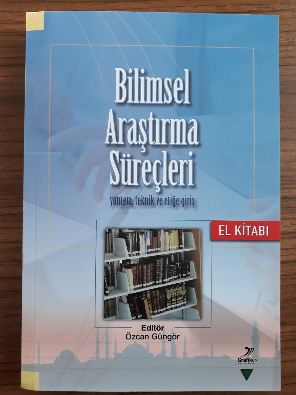 """Photo of """"Bilimsel Araştırma Süreçleri Yöntem, Teknik ve Etiğe Giriş"""" kitabı okurları ile buluştu"""